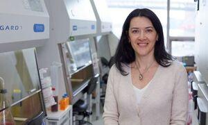 Ελληνίδα καθηγήτρια του Ροκφέλερ στο Newsbomb.gr:Γιατί μόνο ο εμβολιασμός κατά της Covid δεν αρκεί