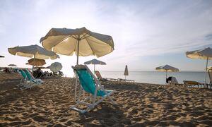 Χαλάρωση lockdown: Ανοίγουν αύριο Σάββατο οι οργανωμένες παραλίες - Αυστηροί όροι και προϋποθέσεις
