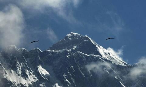 Νεπάλ: Ένας σέρπα έσπασε το ρεκόρ αναρριχήσεων στο Έβερεστ - Ανέβηκε για 25η φορά στην κορυφή