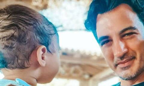 Δήμος Αναστασιάδης: Δείτε πώς κάνει ποδήλατο με τον γιο του