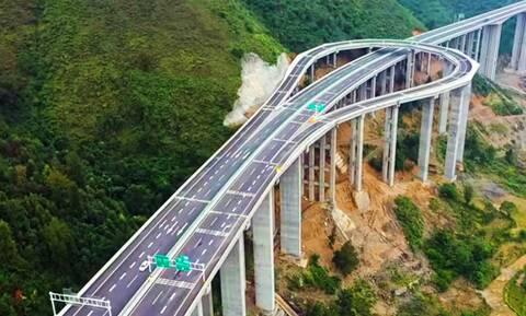 Δείτε μία απίστευτη έξοδο σε αυτοκινητόδρομο της Κίνας (vid)