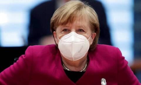 Γερμανία: Διακοπές για όλους - εμβολιασμένους και μη - στην Ευρώπη, προβλέπει η Μέρκελ