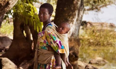 Η ομορφιά της μητρότητας: Μαμάδες απ' όλη τη γη
