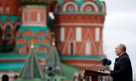 Πούτιν: «Επιχειρούν να αναβιώσουν τη ναζιστική ιδεολογία» - Μήνυμα για την Ημέρα της Νίκης