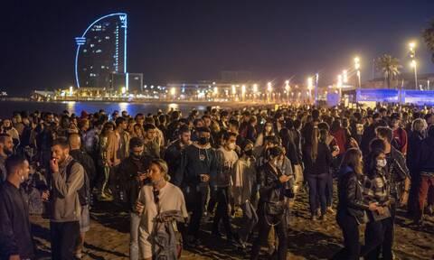 Ισπανία: Πολίτες γιορτάζουν με φιέστες «ελευθερίας» το τέλος της απαγόρευσης κυκλοφορίας