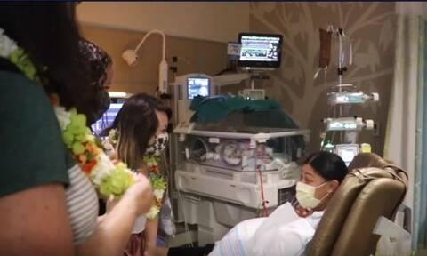 Γέννησε μέσα στο αεροπλάνο και δεν ήξερε καν πως ήταν έγκυος (vid)