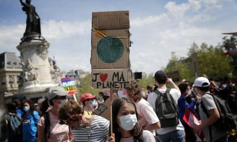 Γαλλία: Χιλιάδες πολίτες στους δρόμους του Παρισιού - Διαδηλώνουν για το κλίμα