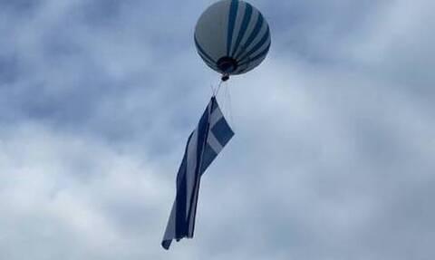 Τρίκαλα: Δέος! Η μεγαλύτερη ελληνική σημαία στον κόσμο υψώθηκε στη λίμνη Πλαστήρα (vid)
