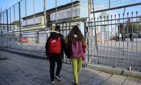 Σχολεία: Χτυπά ξανά το κουδούνι σε Νηπιαγωγεία, Δημοτικά, Γυμνάσια – Επιστροφή με όπλο τα self test