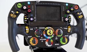 Δείτε τον Sainz να μας εξηγεί τα πάντα για το τιμόνι της Ferrari Formula 1