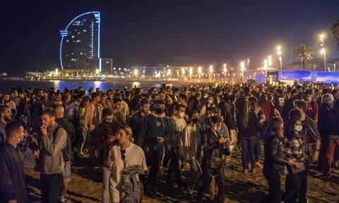 Ισπανία: Η κυβέρνηση καλεί σε υπευθυνότητα μετά τα «πάρτι ελευθερίας» για το τέλος του lockdown