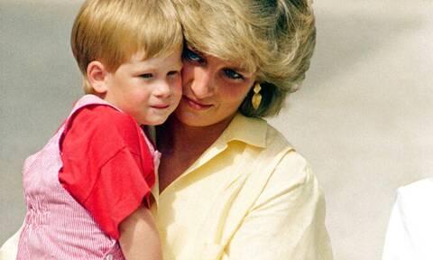 Η μεγάλη κόντρα του William με τον Harry αφορά τη μητέρα τους Diana (photos)