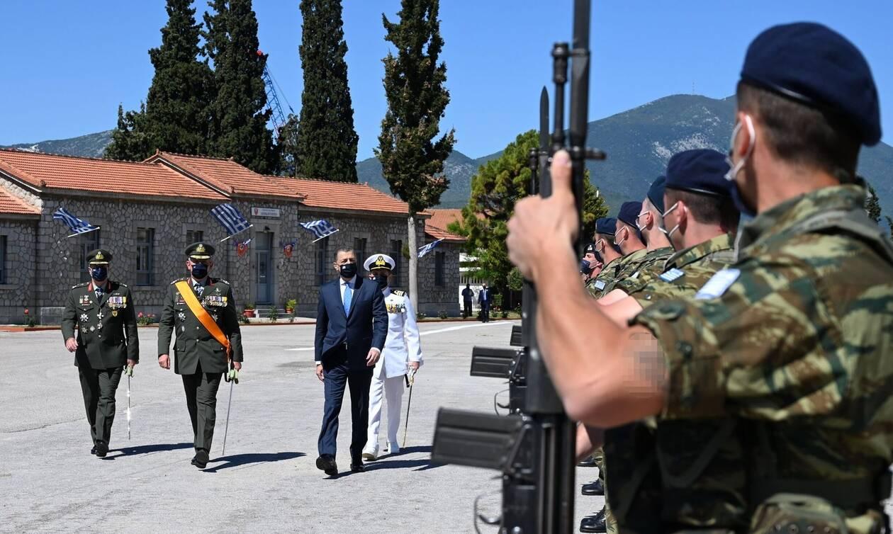 Στη Σχολή Πεζικού για τον εορτασμό του Αγίου Γεωργίου υφυπουργός Εθνικής Αμυνας και Αρχηγός ΓΕΕΘΑ