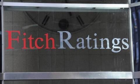 Fitch: Ο περιορισμός των «κόκκινων» δανείων βελτιώνει την αξιολόγηση των ελληνικών τράπεζων