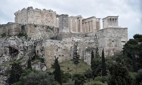 Υπουργείο Πολιτισμού: Fake news η καταστροφή αρχαίων της Ακρόπλης από χρήση κομπρεσέρ
