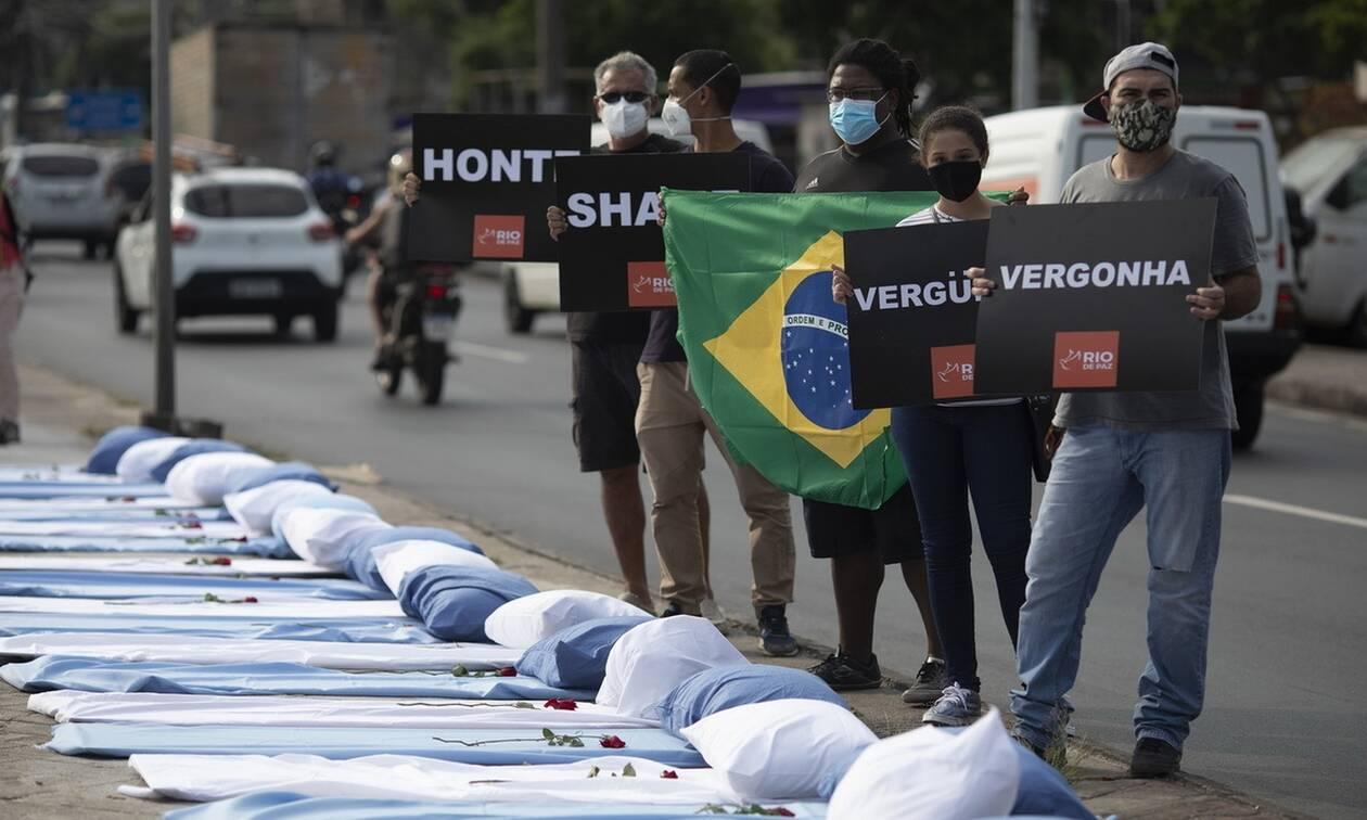 Σαρώνει ο κορονοϊός τη Βραζιλία: 2.311 θάνατοι και 72.715 κρούσματα σε 24 ώρες