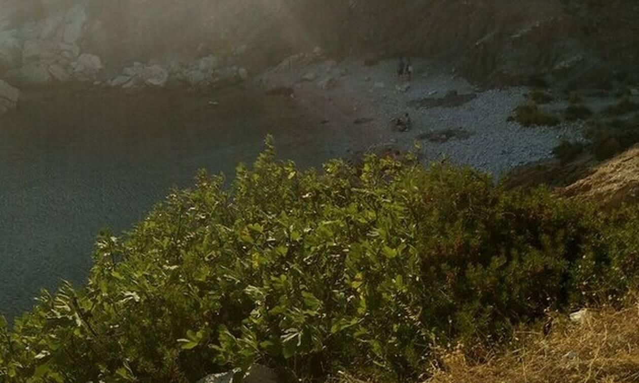 Η ομορφότερη μυστική παραλία της Αττικής για να πας με την παρέα σου