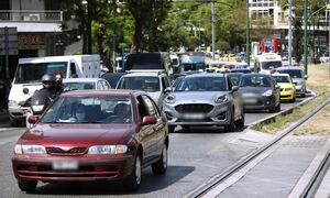 Κίνηση ΤΩΡΑ: Πού υπάρχει μποτιλιάρισμα στους δρόμους της Αθήνας – Δείτε χάρτη