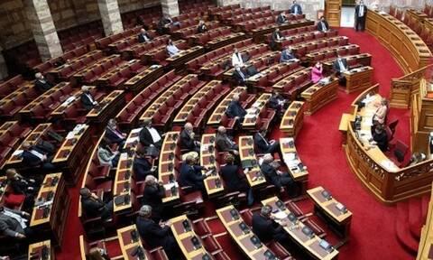 Στη Βουλή η τροπολογία για μείωση της προκαταβολής φόρου και απαλλαγή της εισφοράς αλληλεγγύης