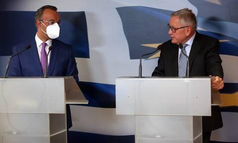 Ρέγκλινγκ: Με ανάπτυξη και μεταρρυθμίσεις θα παραμείνει βιώσιμο το ελληνικό χρέος