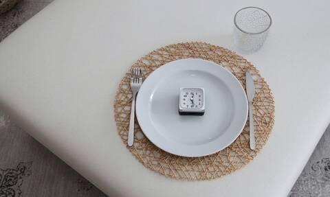 Δίαιτα 16:8: Διαλειμματική νηστεία - Τα πλεονεκτήματα και οι κίνδυνοι για την υγεία