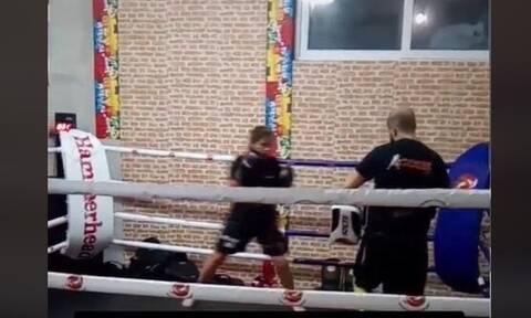 Γλυκά Νερά: Δείτε την άτυχη Καρολάιν να κάνει προπόνηση kick boxing