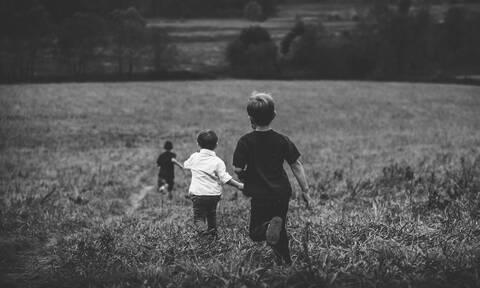 Είναι δικαίωμα του παιδιού, να μεγαλώνει και με τους δύο γονείς!