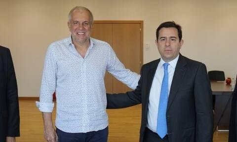 Συνάντηση Μηταράκη με Ομπράντοβιτς – Τι γυρεύει στην Ελλάδα ο Σέρβος;