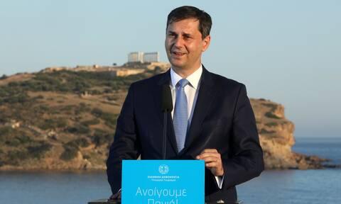 Θεοχάρης στο Newsbomb.gr: Περισσότερα έσοδα από τον τουρισμό σε σχέση με πέρσι
