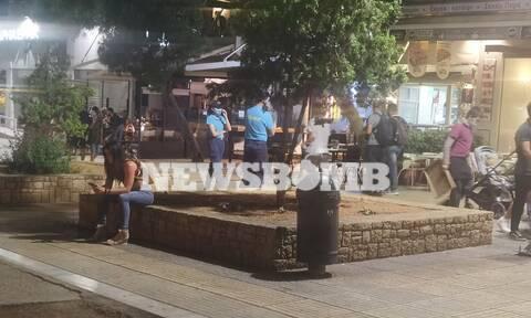 Ρεπορτάζ Newsbomb.gr: Έντονη αστυνόμευση στην πλατεία Νέας Σμύρνης μετά το μαχαίρωμα 60χρονου