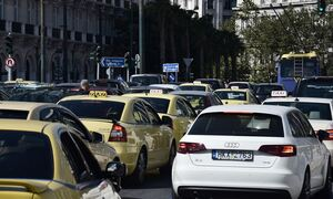 Κίνηση ΤΩΡΑ: Ταλαιπωρία και μποτιλιάρισμα σε δρόμους της Αθήνας - Δείτε χάρτη
