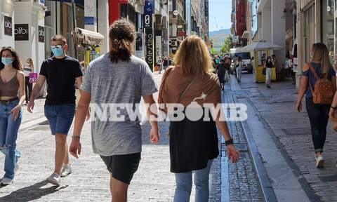 Ρεπορτάζ Newsbomb.gr στα καταστήματα χωρίς ραντεβού και SMS – «Ερχόμαστε στην πραγματικότητα»