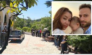 Έγκλημα στα Γλυκά Νερά: Σπαραγμός στην κηδεία της Καρολίνας - Τραγικές φιγούρες η μάνα και ο σύζυγος