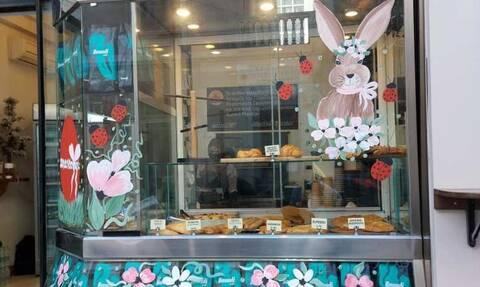 Ρεπορτάζ Newsbomb.gr: Η Αιμιλία Κουβέλη έκανε την Χαλκίδα έναν… καμβά γεμάτο λουλούδια και χρώματα