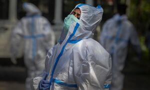 «Καμπανάκι» ΠΟΥ: Η δεύτερη χρονιά της πανδημίας ενδέχεται να είναι φονικότερη