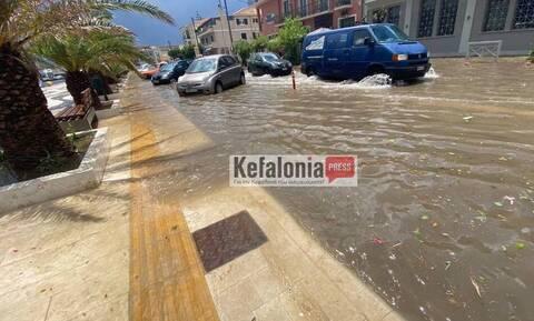 Κεφαλονιά: «Βούλιαξε» από τις βροχές το Αργοστόλι - Άσπρισαν τα πάντα από το χαλάζι
