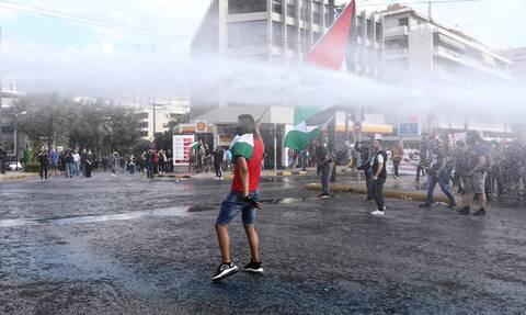 Πρεσβεία Ισραήλ: Τρεις συλλήψεις και δύο αστυνομικοί τραυματίες μετά τα επεισόδια