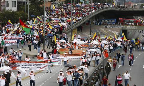 Κολομβία: Οι διαδηλώσεις εναντίον της αστυνομικής καταστολής πήραν χαοτική τροπή στην Ποπαγιάν