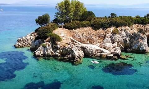 Το νησάκι του Αγίου Νικολάου στο ατελείωτο γαλάζιο της Ιθάκης