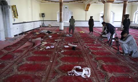 Αφγανιστάν: Μάχες στη Χελμάντ- Ανάληψη ευθύνης από ISIS για βόμβα σε τέμενος στην Καμπούλ