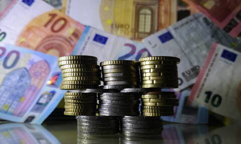 Μπαράζ πληρωμών τις επόμενες μέρες: Ποιοι πάνε ταμείο - Μπαίνουν συντάξεις, αναδρομικά, επιδόματα