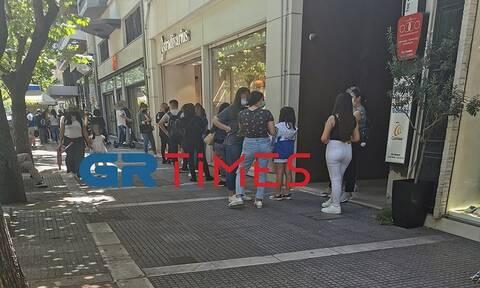 Θεσσαλονίκη: «Βούλιαξαν» από κόσμο τα εμπορικά καταστήματα - Ουρές για το ταμείο