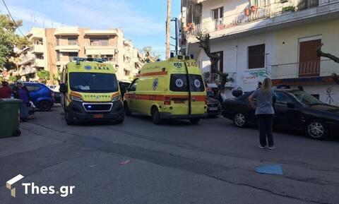 Θεσσαλονίκη: Γυναίκα ζαλίστηκε και έπεσε από τον 2ο όροφο πολυκατοικίας (vid)