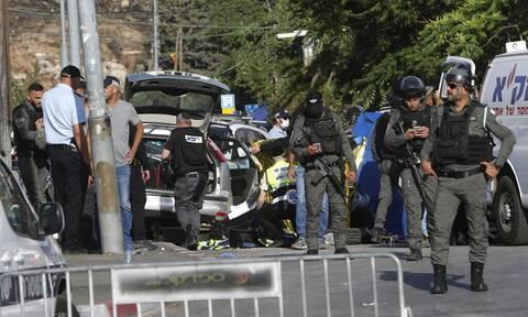 Ισραήλ: Η στιγμή που όχημα παρασύρει αστυνομικούς στην Ιερουσαλήμ (Σκληρές εικόνες)