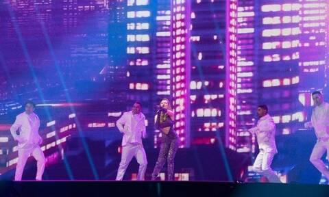 Eurovision 2021: Ντυμένη με 250.000 κρύσταλλα Swarovski η Στεφανία στη σκηνή του διαγωνισμού