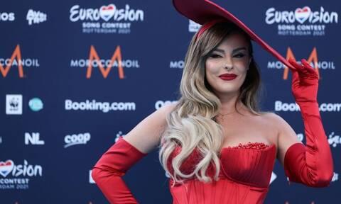 Eurovision 2021: Όταν η εκπρόσωπος της Αλβανίας έδειρε δύο Ελληνίδες (video)