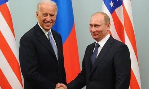 Η σύνοδος κορυφής Πούτιν - Μπάιντεν είναι πιθανόν να φιλοξενηθεί στην Ελβετία