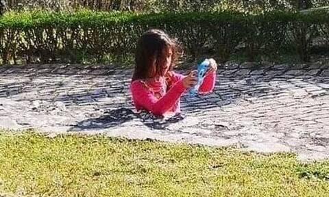Η φωτογραφία που «τρέλανε» το διαδίκτυο με το «μισό» κορίτσι