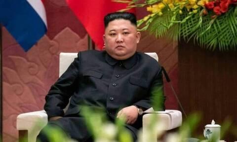 Βόρεια Κορέα: Ο Κιμ Γιονγκ Ουν... απασφάλισε - Απαγόρευσε τα τζιν παντελόνια!