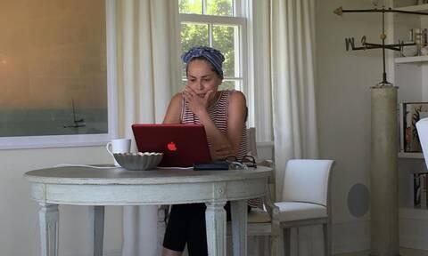 H Sharon Stone πιο sexy από ποτέ στα 63 της χρόνια (video)